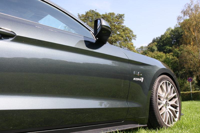 Ford Mustang mit Stoßdämpfern von KONI